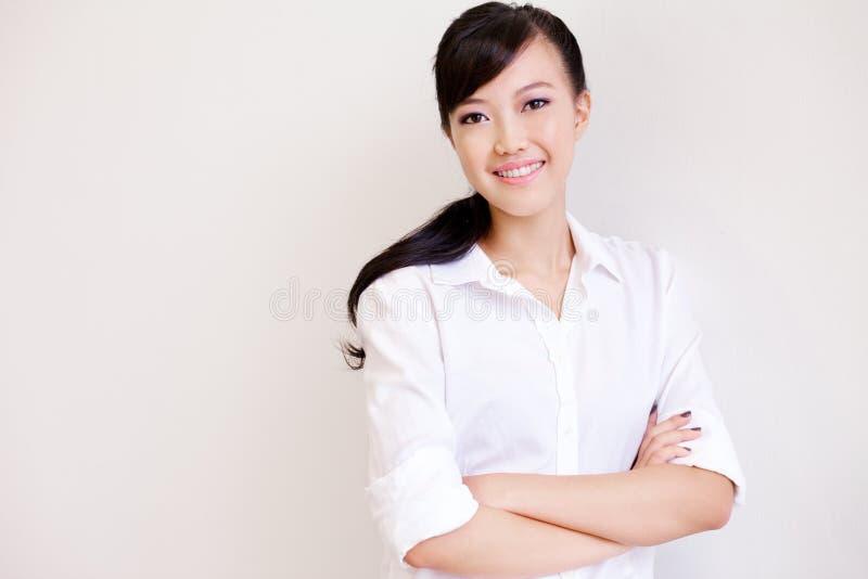 Aantrekkelijke, mooie Chinese onderneemster royalty-vrije stock afbeelding
