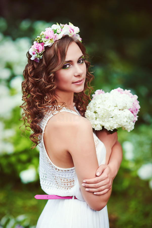 Aantrekkelijke mooie vrouw in Griekse stijl stock fotografie