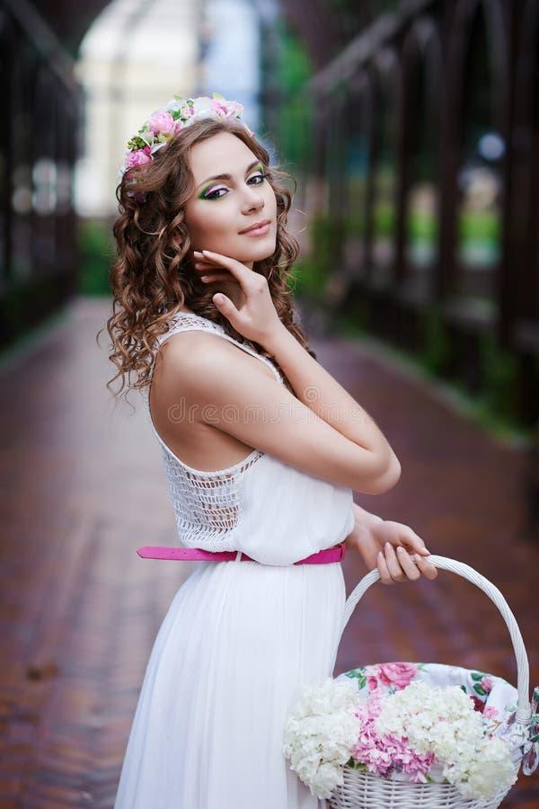Aantrekkelijke mooie vrouw in Griekse stijl royalty-vrije stock foto