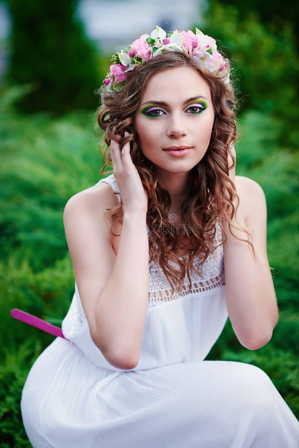 Aantrekkelijke mooie vrouw in Griekse stijl stock foto