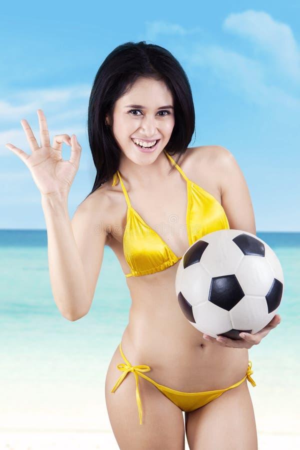 Download Aantrekkelijke Sexy Voetbalventilators Stock Afbeelding - Afbeelding bestaande uit nude, spaans: 39114181