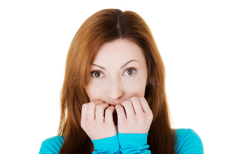 Aantrekkelijke toevallige vrouw die vreeszorgen uitdrukken. royalty-vrije stock afbeeldingen