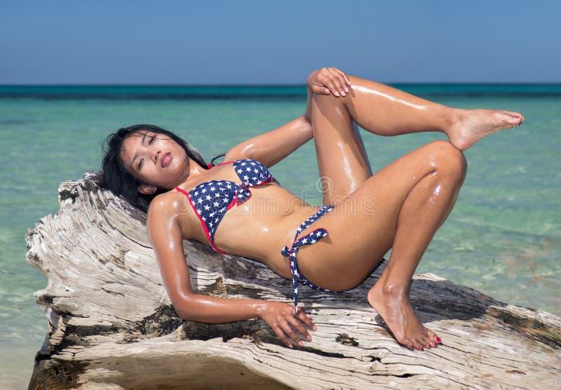 Aantrekkelijke vrouw in bikini stock foto