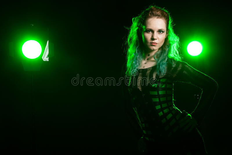 Aantrekkelijke Vrouw in het cosplay korset stellen in studio royalty-vrije stock afbeelding