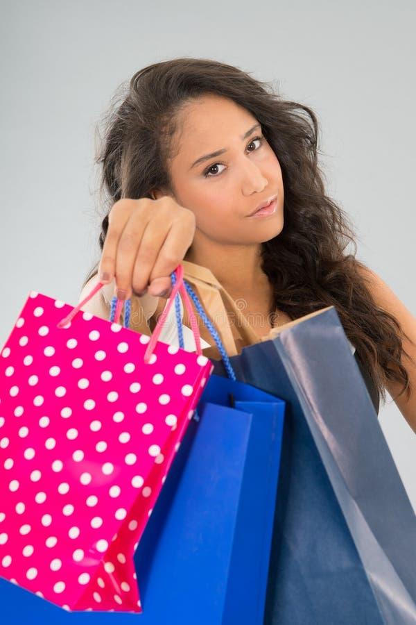 Aantrekkelijke vrouw met het winkelen zakken stock foto's