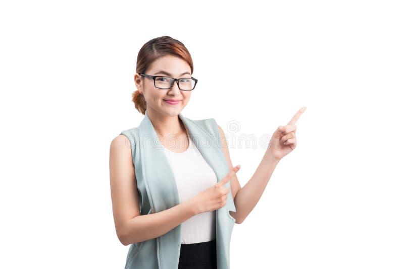 Aantrekkelijke vrouwelijke conferentie Aziatische spreker tijdens presentatie, royalty-vrije stock afbeelding