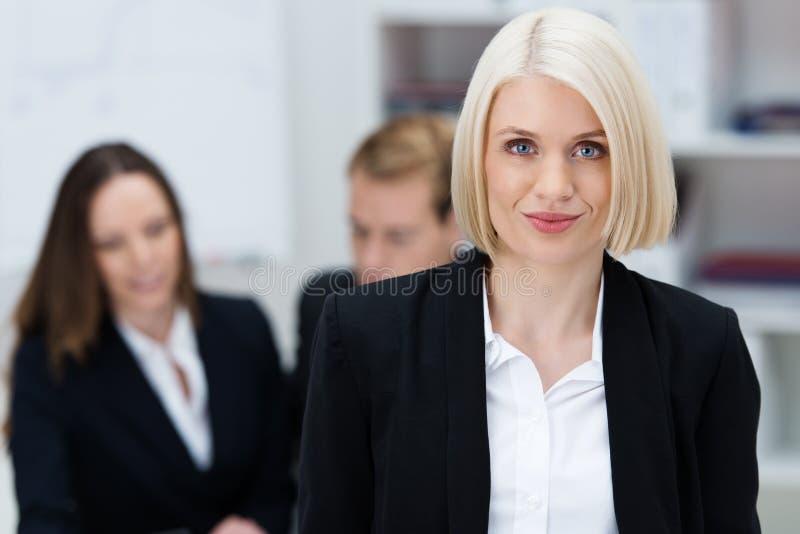 Aantrekkelijke vrouwelijke directeur stock foto's