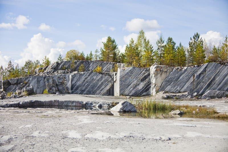Aantrekkelijkheid - marmeren Italiaanse steengroeve in Ruskeala-reserve royalty-vrije stock foto's