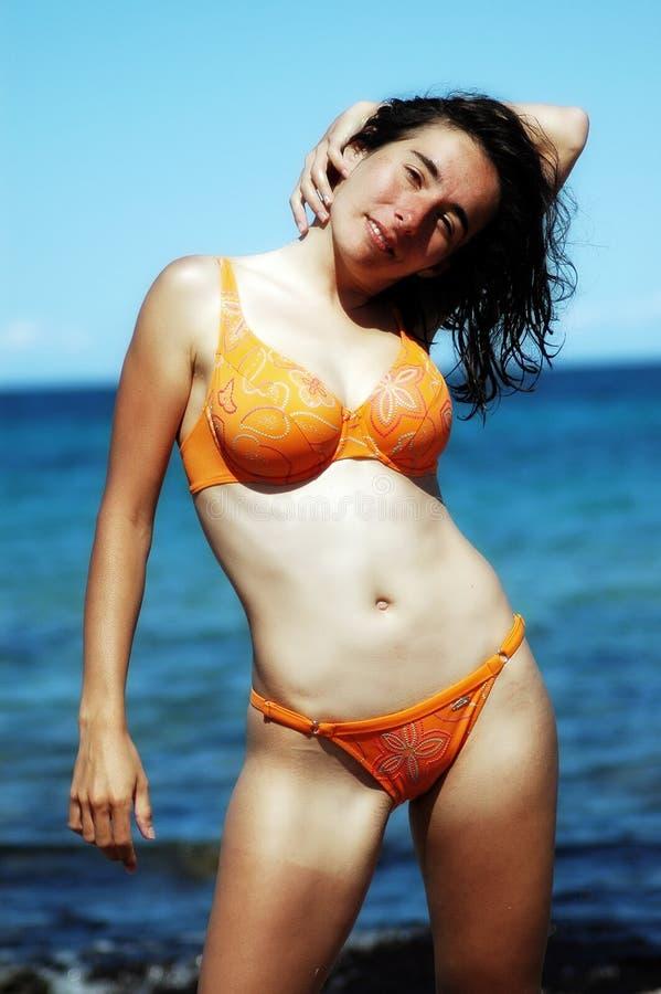 Aantrekkingskracht babe op het strand stock afbeelding