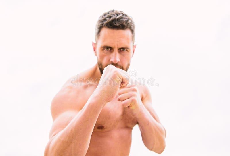 Aanval en Defensie Krijg klaar aanval Hooligan of bokser De overwinning vereist vooruitbetaling agressie en woede royalty-vrije stock afbeeldingen
