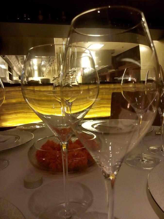 Aanvang van wijnglazen stock foto