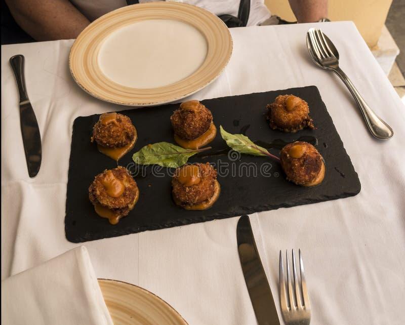 Aanzet in restaurant in de stad van Korfu op het Eiland Korfu stock afbeeldingen