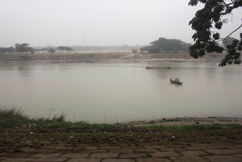 Aanzicht op de Brahmaputra-rivier in Mymensingh stock foto