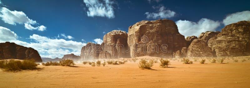 Aard en rotsen van Wadi Rum of Vallei van de Maan, Jordanië royalty-vrije stock afbeelding