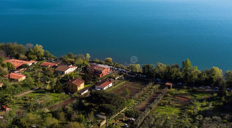 Aard en Water, Albano Lake, Italië stock afbeeldingen
