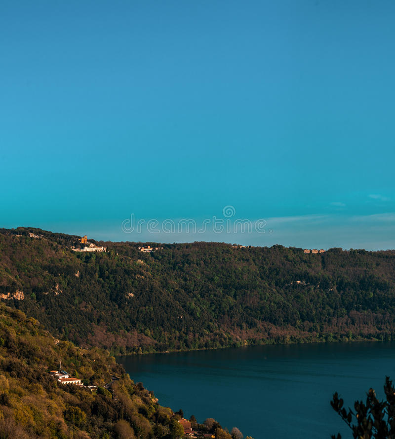 Aard en Water, Albano Lake, Italië stock afbeelding