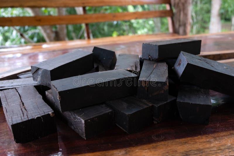 Aard zwart ebbehout stock foto