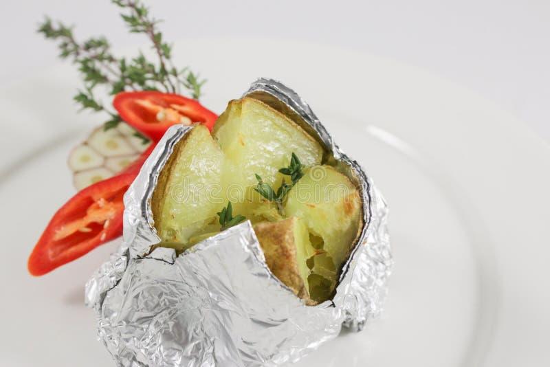 Aardappel in de schil 2 stock afbeeldingen