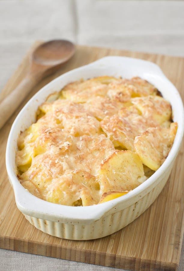 Aardappelgratin stock foto's