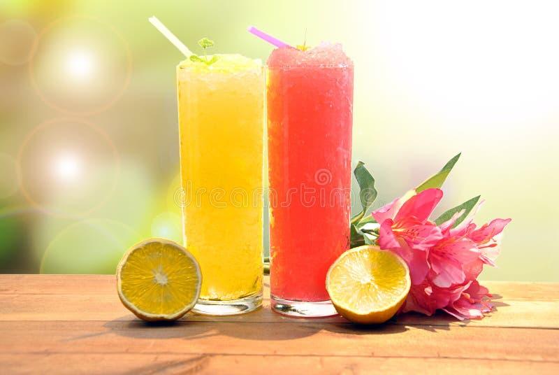 Aardbei en citroen smoothie royalty-vrije stock afbeeldingen