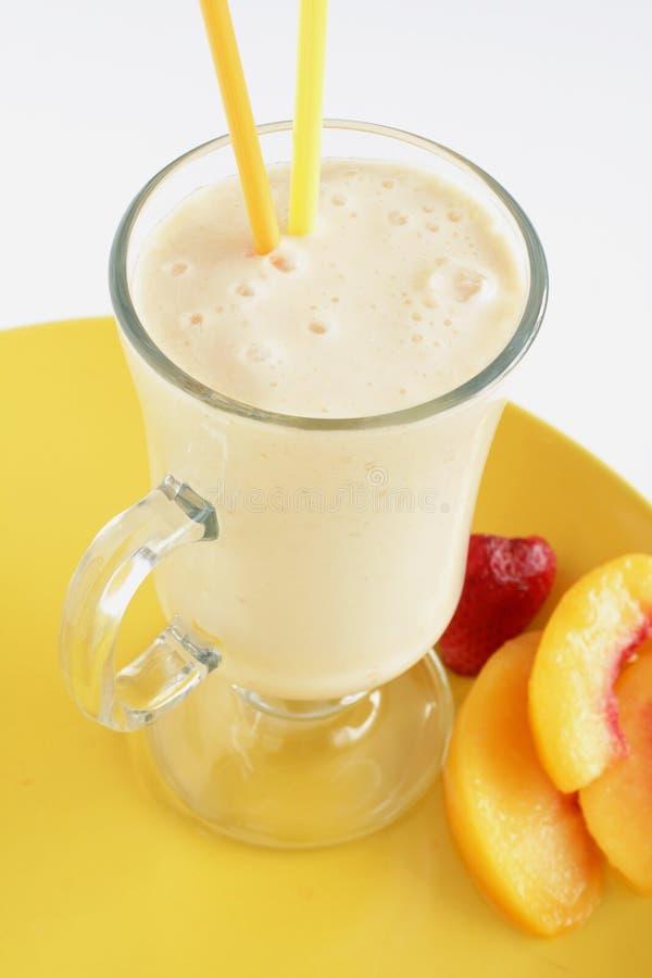 Aardbei en perzik smoothie stock foto
