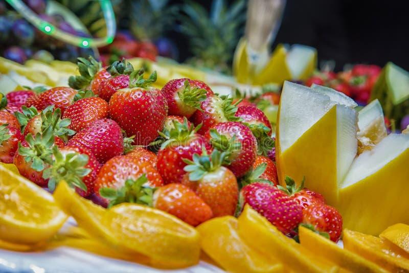 Aardbei en vruchten stock afbeelding