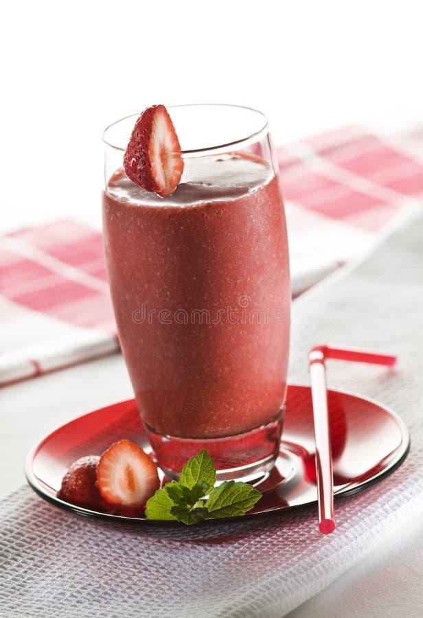 Aardbei smoothie stock foto's