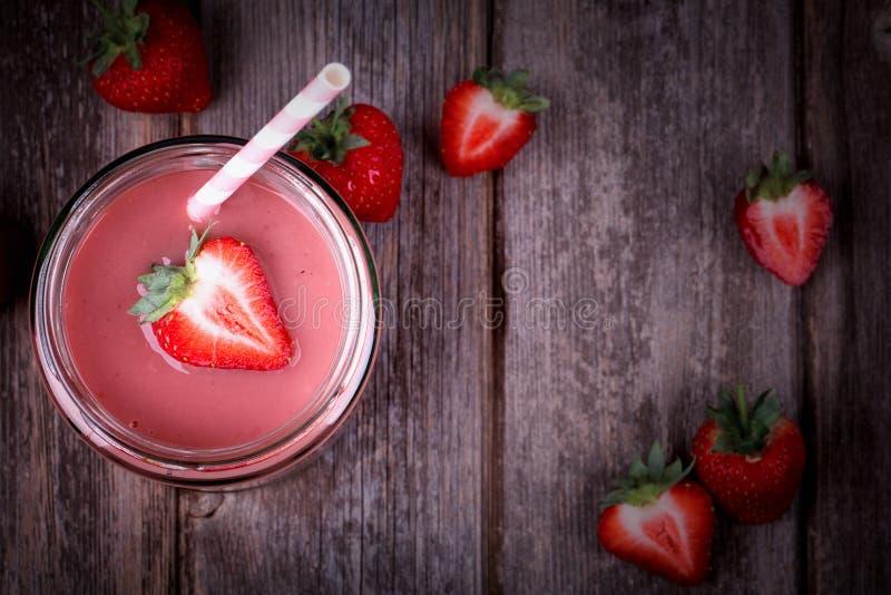 Aardbei smoothie stock afbeelding