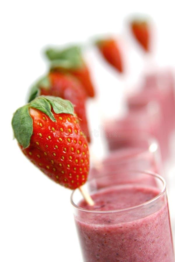 Aardbei smoothies stock afbeelding
