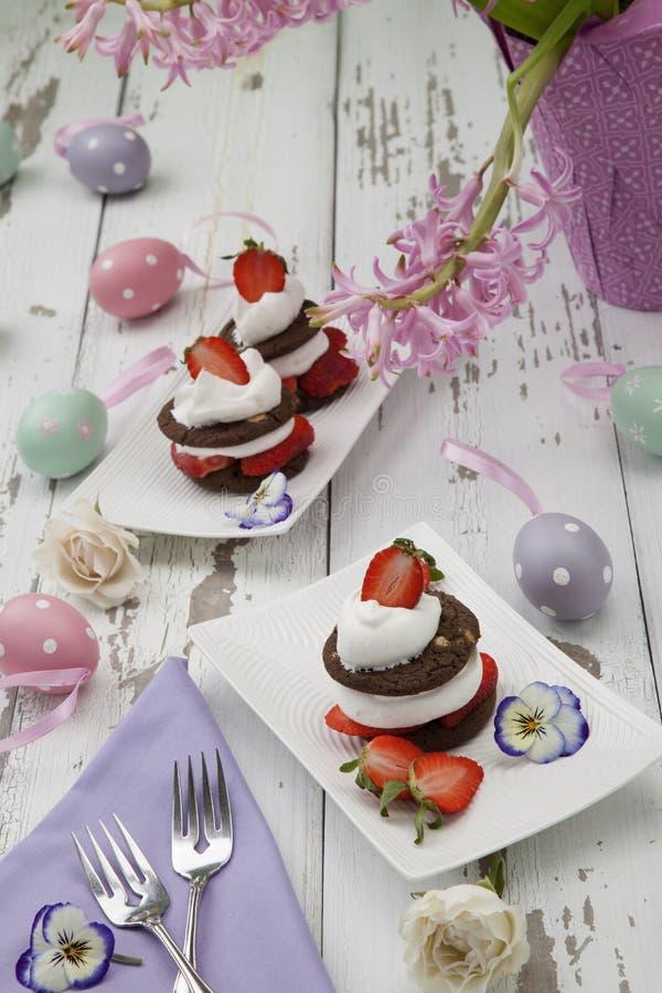 Aardbeien Chocolade Napoleons stock afbeeldingen