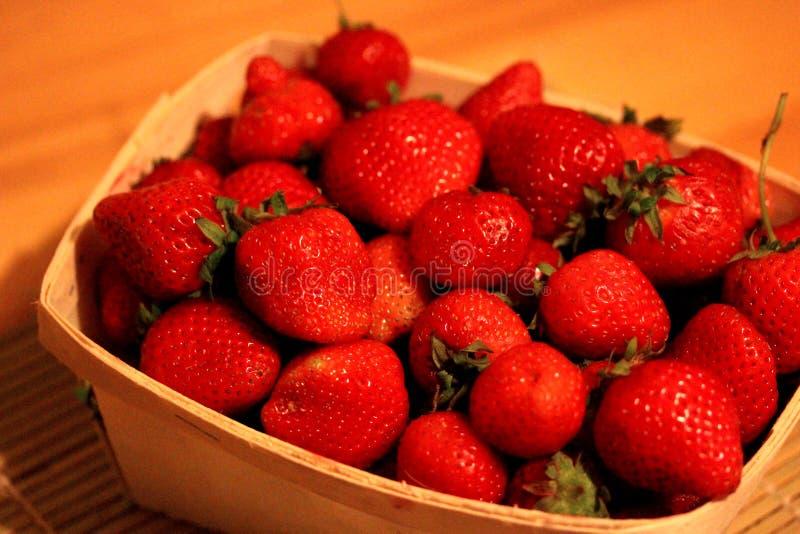 Aardbeien in een Baslet royalty-vrije stock fotografie