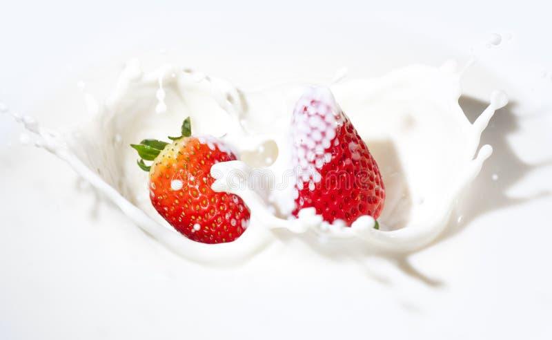 Aardbeien in een room royalty-vrije stock afbeelding