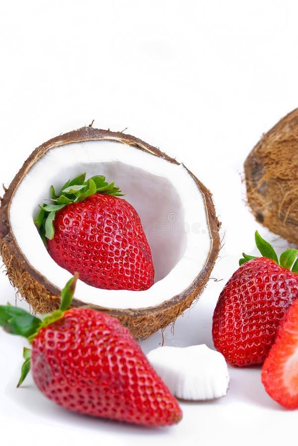 Download Aardbeien en kokosnoot stock foto. Afbeelding bestaande uit dessert - 29511710