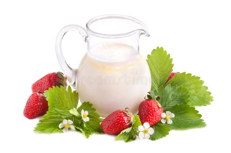 Aardbeien en melk stock afbeelding