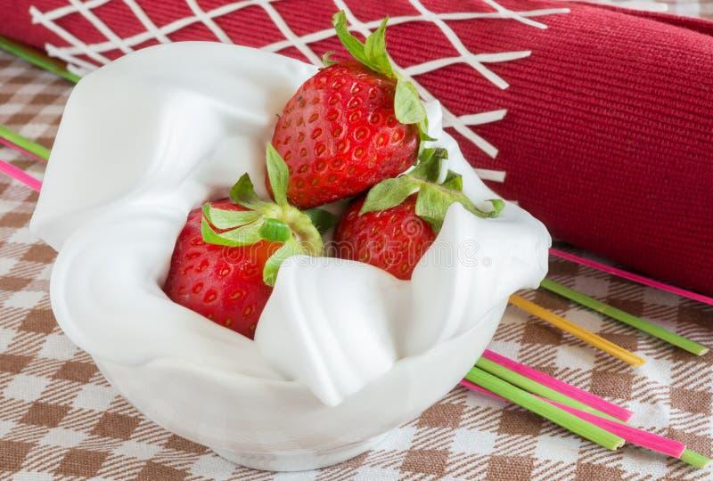 Aardbeien en Room stock afbeeldingen
