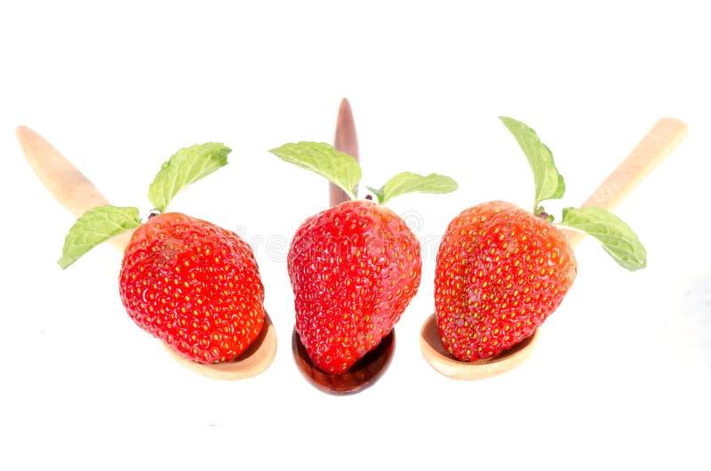Aardbeien. Geïsoleerd op een witte achtergrond. stock foto's