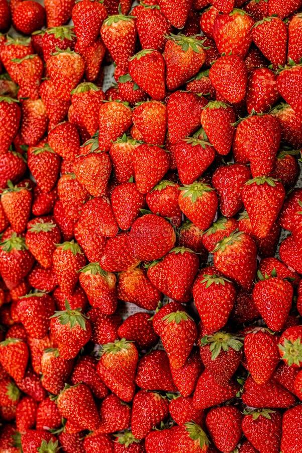 Aardbeien, het zoete en zoete kijken stock afbeeldingen