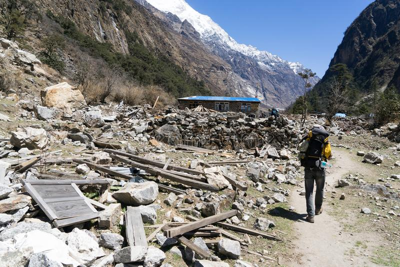 Aardbevingsruïnes in Nepal Langtang stock foto's