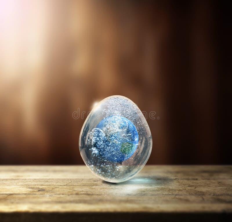 Aarde in het ei stock foto's
