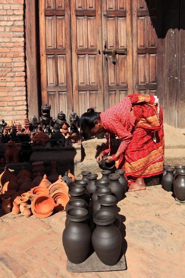 Aardewerk dat, Bhaktapur, Nepal maakt stock afbeelding