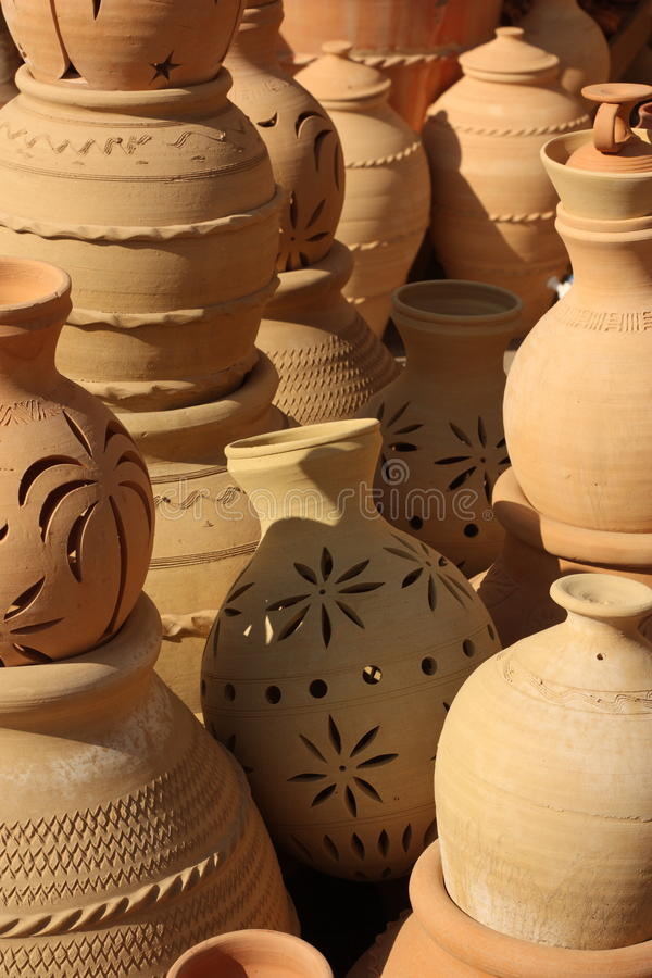 Aardewerk in Nizwa Souq, Oman stock afbeeldingen