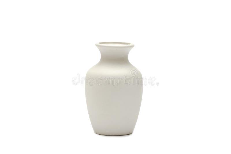 Aardewerk, vaas, witte die kleikruik op witte achtergrond wordt geïsoleerd Een model van aardewerk maakte van witte klei op een w royalty-vrije stock afbeelding