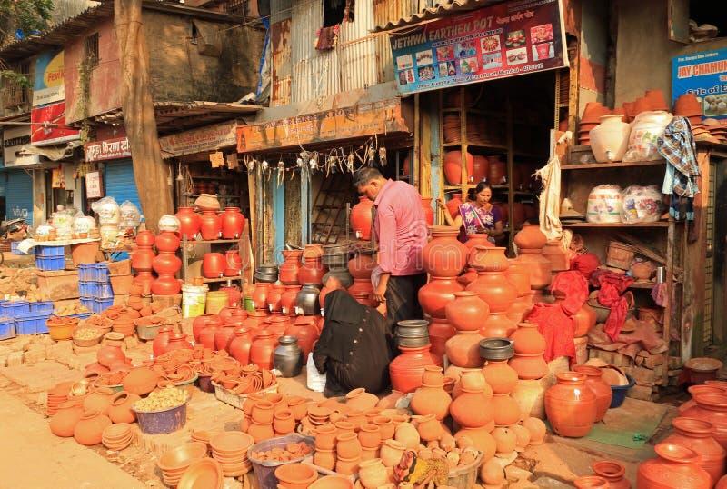 Aardewerk voor verkoop - Dharavi stock foto