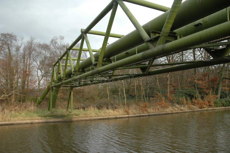 Aardgasleiding over een kanaal royalty-vrije stock foto's