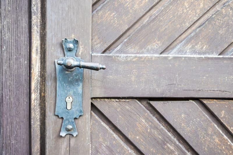 aardige oude handvat en deur stock afbeeldingen
