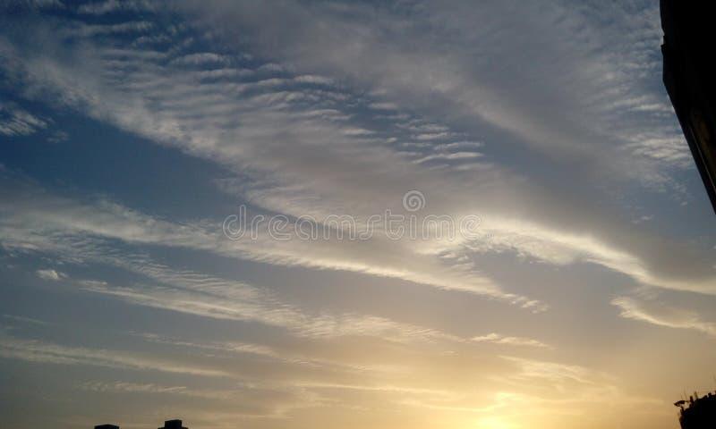 Aardmening van Blauwe hemel als achtergrond stock foto's