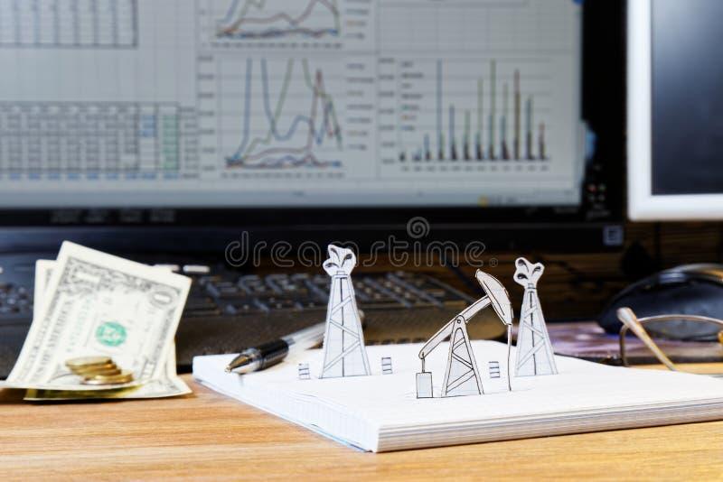 Aardolie pumpjack en boorplatforms Concept stock foto's