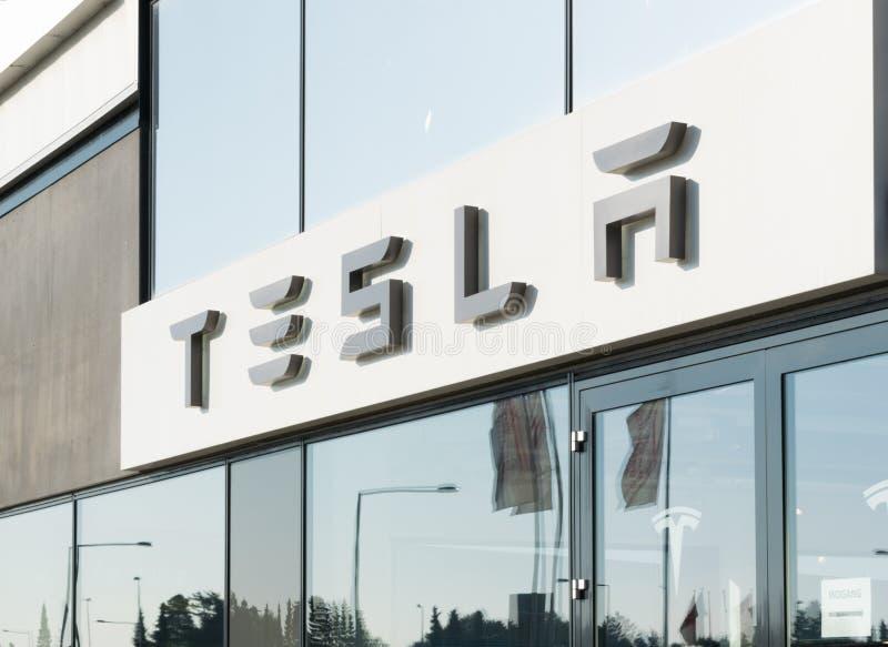 Aarhus, Denemarken - September 14, 2016: De handelaarsingang van de Teslaauto royalty-vrije stock foto