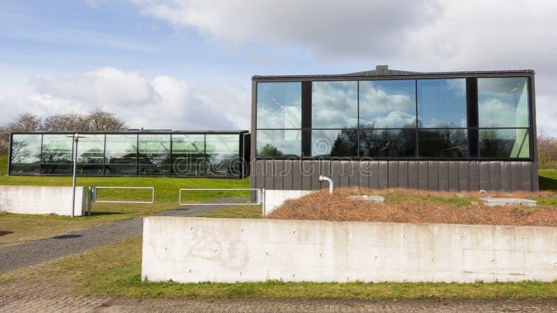 AARHUS, Dinamarca - 13 de abril de 2015: Exerior de um plano moderno da água fotos de stock royalty free