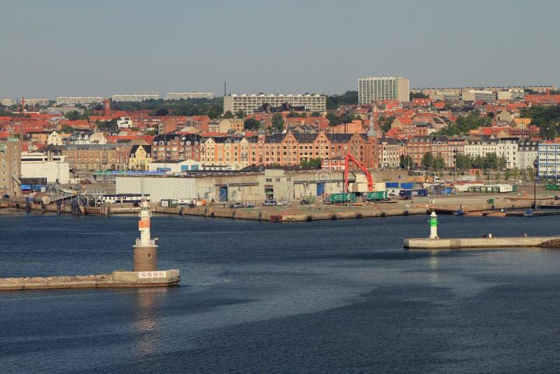 Aarhus, Jutland, Danemark - 12 juillet 2018 : Entrée pour arroser le secteur du port maritime et de la ville photographie stock